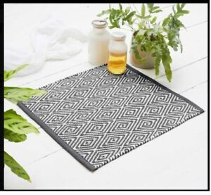 50cm x 50cm Diamond Shower Rug 100% Recycled Woven Floor Mat Bedroom/Porch Foot