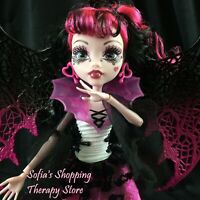 Monster High Doll Ghouls Rule DRACULAURA Halloween Outfit Shoes Wings Card Lot