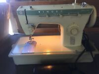 Singer Fashion Mate 258 Sewing Machine With Foot Pedal And Case