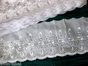 Hübsche Spitze in weiß, ca.10cm breit,lfm    (S14)