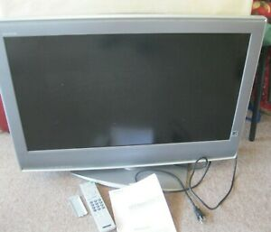 """Sony BRAVIA 32"""" Flat Panel LCD TV KDL-32S2000, WORKS, With Remote & Book"""