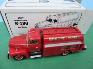 First Gear 1957 F.D.N.Y. INTERNATIONAL R-190 W/FUEL TANKER 1:34 MIB- Fire Dept.