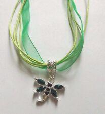 collier organza vert avec pendentif libellule verte 19x20 mm