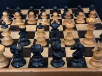 Jeu d'Echec en Bois Tourné Sculpté du XIX ème Siècle Antique Game of Chess 19th