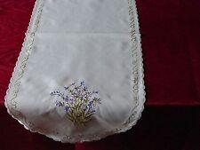 Tischdecke Decke Mitteldecke Läufer Lavendel Stickerei weiß oval ca 30 x 70 cm