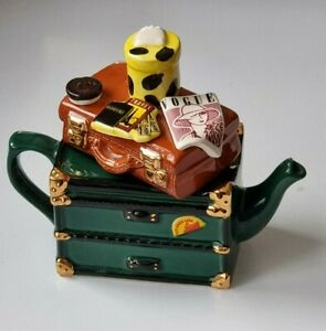 Teapottery (Swineside) Novelty Orient Express Teapot with Trunk and Suitcase lid