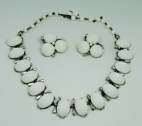White Scalloped Oval Thermoset Vintage Choker Necklace Clip Earring Set