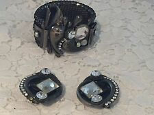 Vintage 1980s Italian Fashion Jewelery Cuff and matching clip-on earrings