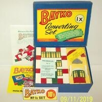A MADE UP VINTAGE 1950's BAYKO BUILDING CONVERTING SET 1X BOXED IN EX. CONDITION