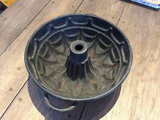 ANCIEN MOULE A GATEAU EN FONTE KOUGLOF OU SAVARIN DIAMETRE 26 CM