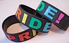 """Pride Black 1"""" Silicone Braccialetto/Bracciale: BANDIERA dell'Arcobaleno LGBT-UK Venditore"""