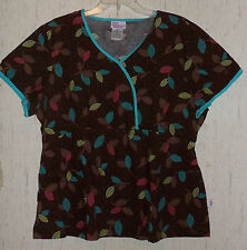 EXCELLENT WOMENS SKECHERS BROWN W/ NOVELTY LEAF PRINT SCRUBS TOP   SIZE XL