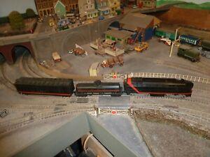 Tyco loco and 2 wagons