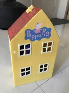 Peppa Pig house with lots of ACCESSORIES & CHARATERS
