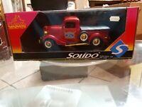 Modellino rosso Metal Die Cast Ford Solido scala 1/18 da collezione