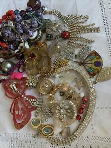 Collection Job Lot of Vintage 1950s/60s/70s  Costume Jewellery  spares/repair