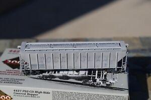 LifeLike/Proto 2000 HO PS 4427 Covered Hopper CEMEX/Rock Island weathered