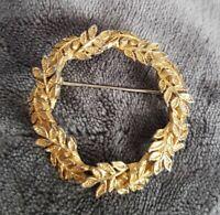 Vintage Goldtone leaf wreath Round Brooch costume jewellery ornate