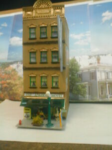HO scale building Motel Admiral  diorama 4 story w/lights weathered detailed