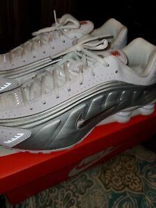Nike SHOX R4 SZ 12 WHT/SILVER Great Condition  worn twice 9.5/10 Grade