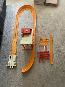 1969 Vintage Hot Wheels Tune-Up Tower w/ Speed Brake And Curved Double Track