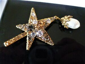 Signed ALEXANDER MQUEEN  Crystal Star & Dangling FRESH WATER PEARL Hair Clip