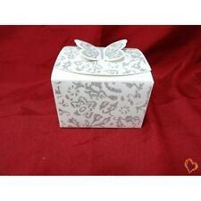 Boite à gâteau mariage ou baptême carré motif papillon blanc argenté x25