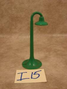 I15B VINTAGE MARX GREEN PLASTIC O SCALE STREET LIGHT POST