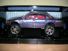 MOTORMAX 2001 Ford Crown Victoria Gris, 1:24 High Rider Custom car