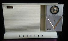 vintage Toshiba cat eye transistor radio with external speaker dock all original