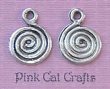 10 x Swirl Spirale Cerchio a disco Tibetan Silver Charm Ciondoli Perline