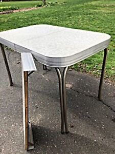 """Vintage Art Deco """"Walter of Wabash"""" Formica Kitchen Table, no chairs, AS IS"""