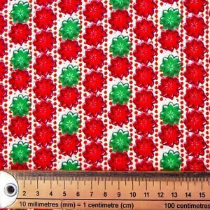 RED GREEN FLOWERS FABRIC REMNANT 40 cms x 112cms  POLY COTTON PATCHWORK CRAFTS