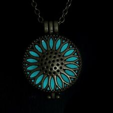 Glow in The Dark Filigree Jewelry Necklace Pendant +UV Torch Charger