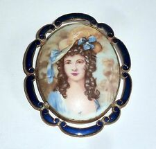 A VINTAGE TLM, THOMAS L MOTT BROOCH WITH A PORTRAIT OF AN ELEGANT LADY