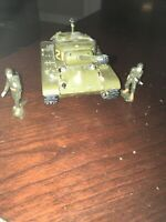 Vintage Plastic Model Army Tank With Army Men As Is! Missing 1 Wheel See Photos!