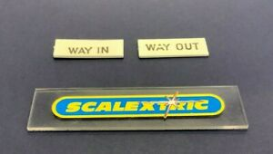SCALEXTRIC TRI-ANG 1960's A233 ENTRANCE BUILDING (WAY IN and WAY OUT SIGNS)