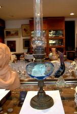 Lampe à pétrole ,réservoir à beaux reflets bleus , hauteur avec le tube 55,5 cm