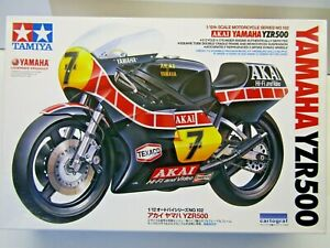 Tamiya 1:12 Scale AKAI Barry Sheene Yamaha YZR500 Model Kit - New - # 14102*1800
