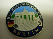 Berlin Brandenburger Tor new shield mount stocknagel hiking medallion G2416