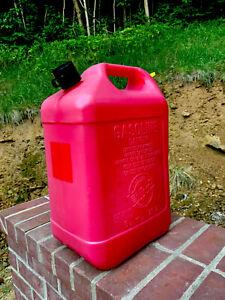 PRE-BAN  BLITZ 6 GALLON 16 OZ VENTED GAS CAN