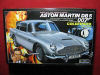 James Bond Goldfinger Aston Martin DB 5 Sean Connery 007 Figure Doyusha 1:24 DB5