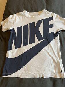 Boys Nike T-Shirt White With Navy Logo Size Large