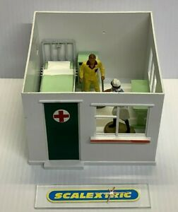 Scalextric Vintage Style 1.32 HOSPITAL / FIRST AID HUT INTERIOR (PERFECT) A211 B