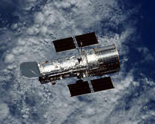 HUBBLE SPACE TELESCOPE FLOATING FREE 8x10 PHOTO NASA