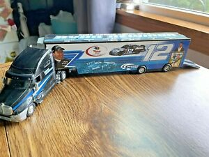 2002 1/64 RYAN NEWMAN Hot Wheels ROOKIE OF THE YEAR Car Transporter Kenworth