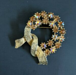 VTG Gold Tone CORO Orange AB Rhinestone Wreath Circle Ribbon Pin Brooch