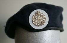 British Royal Air Force beret with recruit white backing to enlisted metal badge