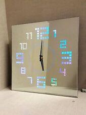 Superbe Verre miroir Carré Horloge Murale avec DEL changement de couleur des chiffres