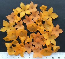 40 x  lucite/plastic beads 12/28 mm  19 gms   ORANGE FLOWERS  Pack 11